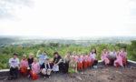 シュエグニ孤児院にて、子どもたちと記念撮影