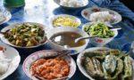 ミャンマーの家庭料理をいただきます