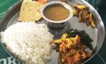 ネパール食事といえばダル・バート・タルカリ。