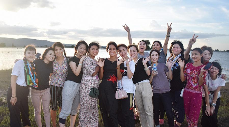 ツアー参加者とPHD研修生で記念撮影。