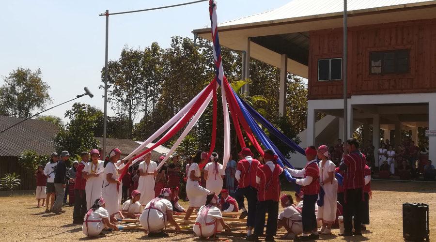 カレン民族の伝統的なバンブーダンス